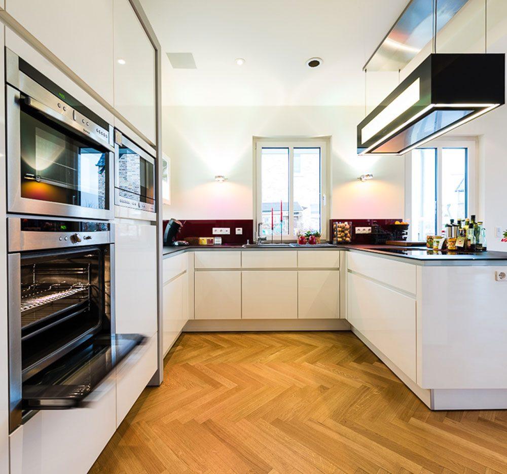 Küche mit integr. Weinkühlschrank