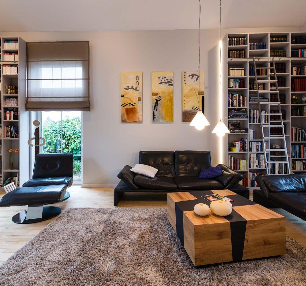 Wohnraum mit Bücherregalen